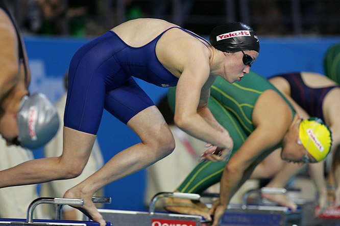 Katie Hoff of the U.S. powers off the starting platform in the women's 400m individual medley.