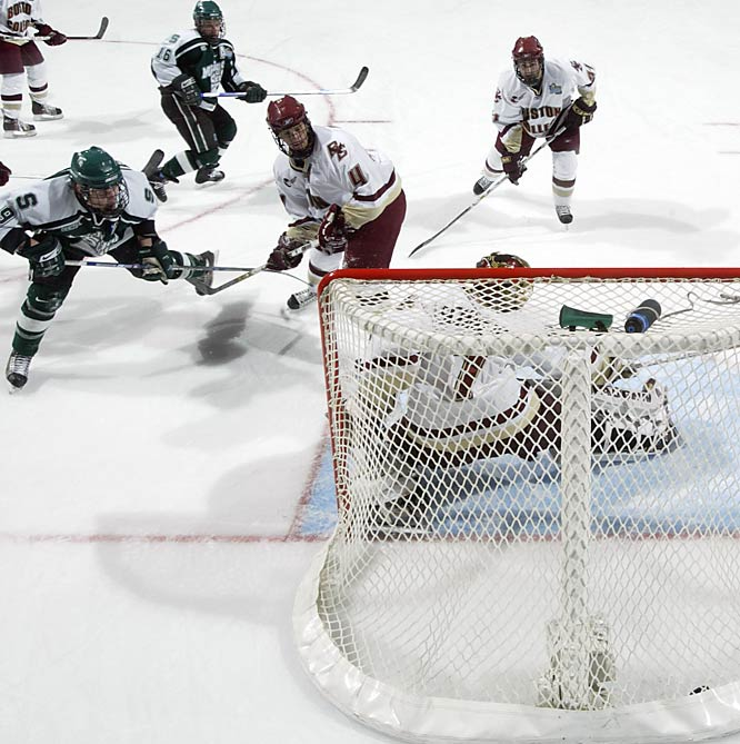 Michigan State's Justin Abdelkader scores the tie-breaker with 18.9 seconds left to play, giving the Spartans a 2-1 lead.