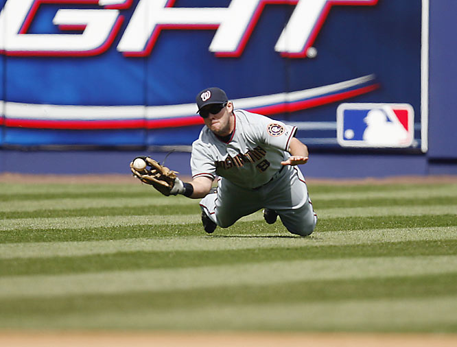 Nationals' leftfielder Chris Snelling has a fly ball pop out of his glove during a 6-2 over the Mets on Saturday.