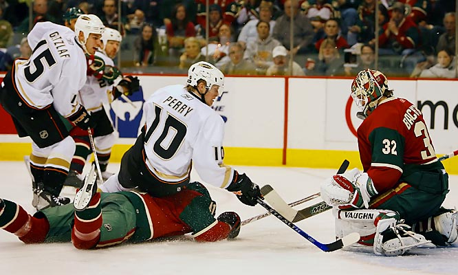Corey Perry and the Ducks continued keeping the Wild down, taking a 3-0 series lead Sunday.