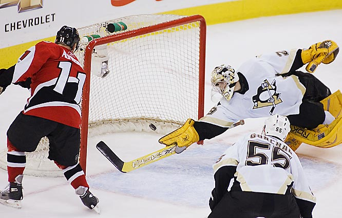 Daniel Alfredsson shoots past Marc-Andre Fleury for a goal in the second period.