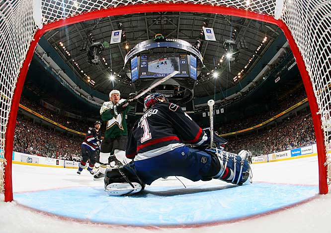 Stars forward Brendan Morrow redirects a shot by Sergei Zubov from the point to score the only goal of the game, 6:22 into overtime, past Roberto Luongo.  The Canucks lead the series 3-2.