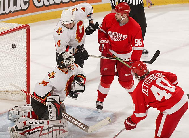 Henrik Zetterberg had two goals and an assist on Saturday for the Red Wings, who took a 3-2 series lead.