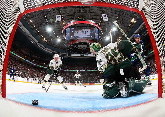 Trevor Linden, right, scores the go-ahead goal past Stars netminder Marty Turco on a power play seven minutes into the third period with a redirection on a shot from the point.  The Canucks won the series 4-3 and will play the Anaheim Ducks in the semifinals.