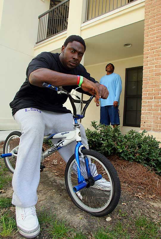 Welcome to the crib of LSU defensive end Ricky Jean-Francois, which he shares with freshman defensive lineman Joseph Barksdale. With the football season still four months away,  Jean-Francois took time out of his busy practice schedule to show SIOC around his West Campus Apartment.