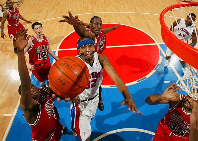 Richard Hamilton, going in for the layup, and Chauncey Billups, not pictured, each scored 20 points as the Pistons beat former teammate Ben Wallace (3) and the Bulls.