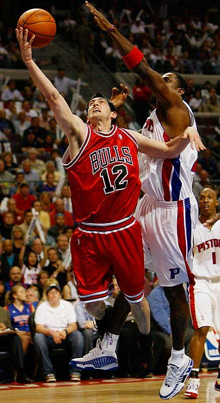 Kirk Hinrich recorded 17 points and 13 assists for the Chicago Bulls as they shot 57 percent from the floor to beat the Detroit Pistons again after losing the first three games of their series.