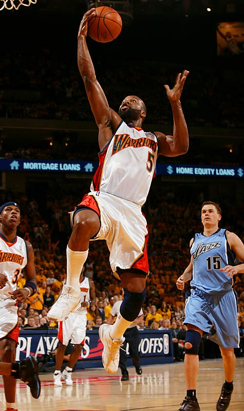 Baron Davis had 32 points and nine assists as the Warriors took their first game against the Jazz.