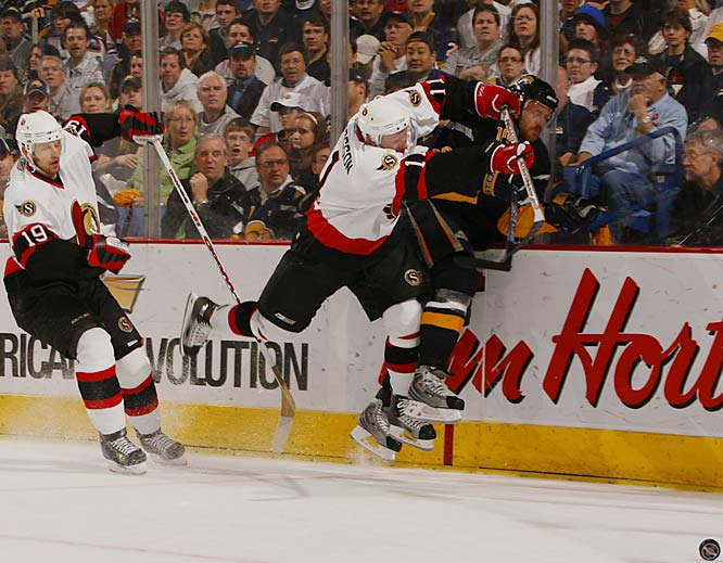 Jason Spezza and Daniel Alfredsson each had a goal and an assist as the Senators pushed aside Henrik Tallinder and the Sabres in the first game of the Eastern Conference Finals.