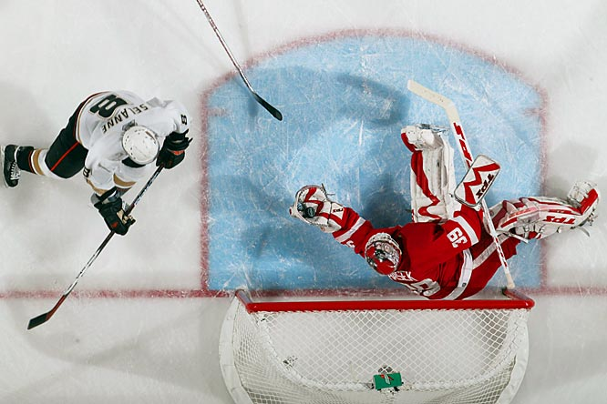 Dominik Hasek made 29 saves on 33 shots from Teemu Selanne and the Ducks. The Red Wings, who were outshot just once in their previous 12 playoff games, were outshot by Anaheim in two consecutive games.