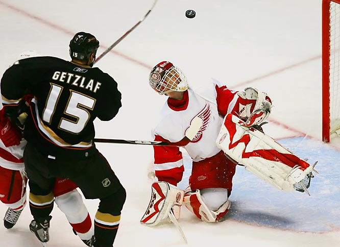 Dominik Hasek made 29 saves for the Detroit Red Wings, earning his second shutout of the playoffs and the 14th of his career. The 42-year-old netminder's shutout gives him a combined 90 in the regular season and playoffs.