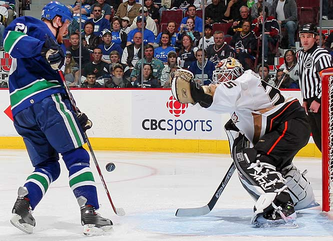 Jean-Sebastien Giguere made 24 saves, including three in the final seconds, to give the Ducks a 2-1 lead in the series.