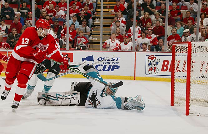 Red Wings center Pavel Datsyuk scores off a rebound with 1:24 left to even the series 1-1.