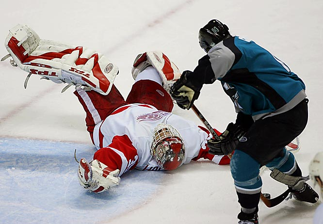 Jonathan Cheechoo beats a sprawling Dominik Hasek for a power play goal with 6:21 to play in the third period, giving the Sharks a 2-1 lead in the series.