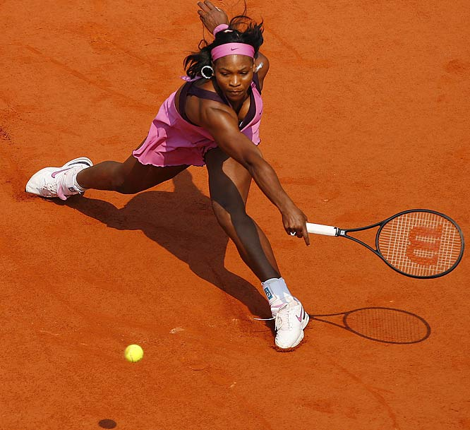USA's Serena Williams cruised into the French Open quarters with a straight-set victory (6-2, 6-3) over No. 10 seed Dinara Safina.