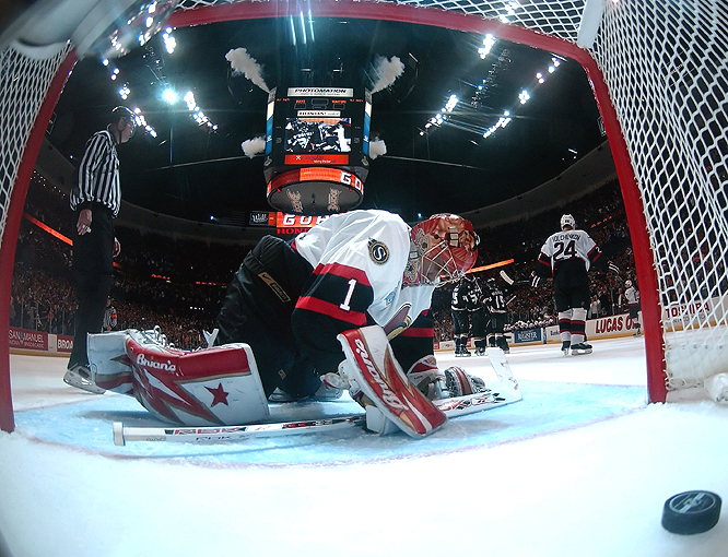 Ray Emery wasn't sharp in Game 5 -- allowing six goals on just 18 shots.