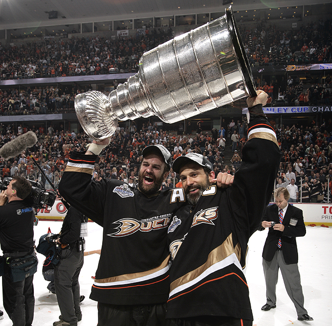 Scott (right) and Rob Niedermayer became the first brothers to win the Cup together since Brent and Duane Sutter won with the Islanders in 1983.