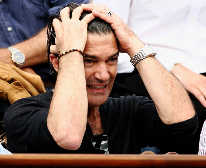 Spain's Antonio Banderas couldn't figure out whom to root for when his countrymen, Carlos Moya and Rafael Nadal, battled in a quarterfinal match earlier this week.