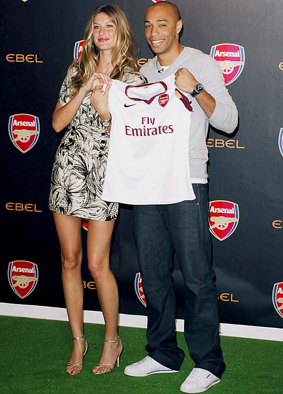 Gisele Bundchen can't stay away from football players. She and Thierry Henry attended a promotional event earlier this week in London.