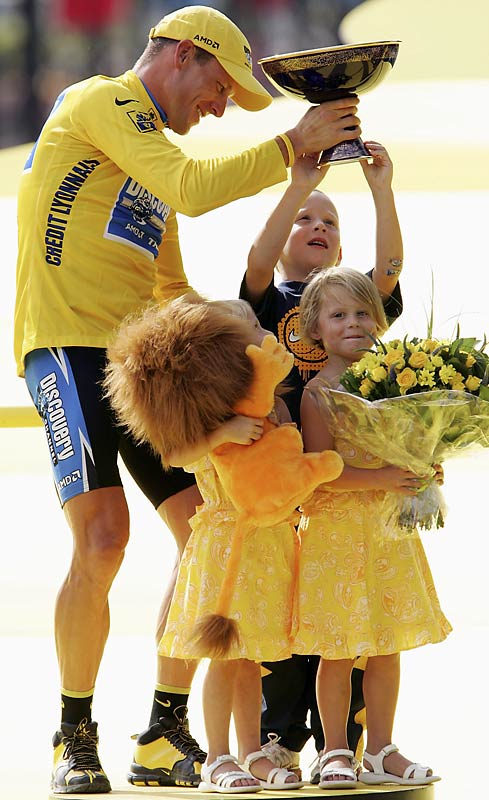 The world's greatest cyclist has three children, Luke, Isabella and Grace.