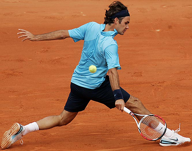 Federer (1) defeated Starace <br> 6-2, 6-3, 6-0