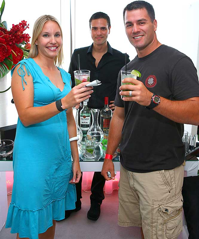 Adam Vinatieri and his wife enjoyed some mojitos at an MLB All-Star event earlier this week. They weren't the only people who had fun in San Francisco...