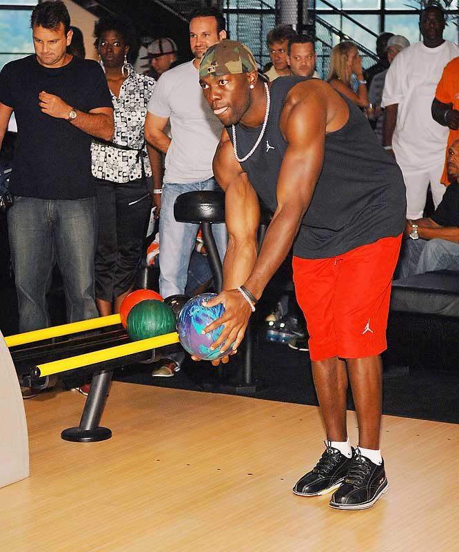 "Terrell Owens finally gets smart and tries his hand at an ""individual"" sport."