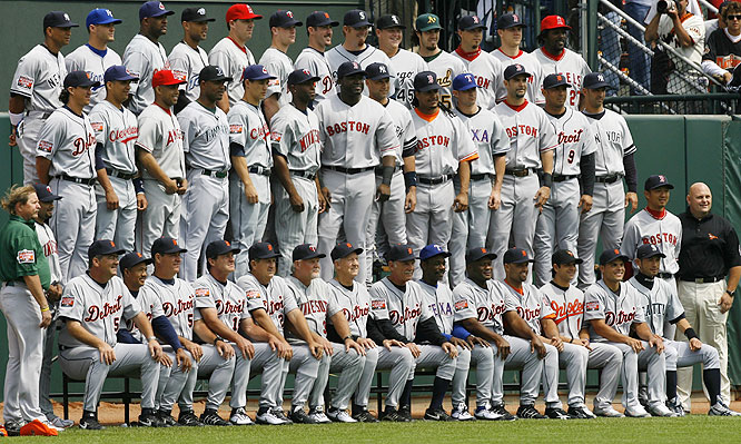 American League players and coaches pose for a team picture prior to the start of the All-Star Game. The AL owned a 9-0-1 record over the National League in the past 10 years heading into the game.