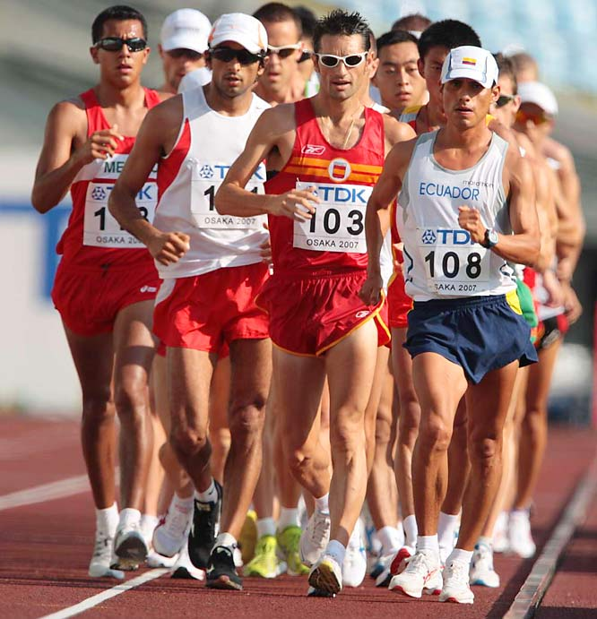 Jefferson Perez (108) won the gold in the 10 km race walking on Day 2.