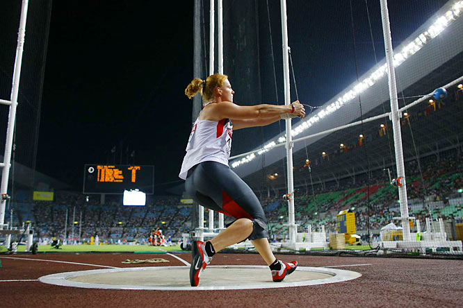 Betty Heidler, 23, hurled 74.76 meters on her second attempt, winning gold for Germany in the women's hammer throw.