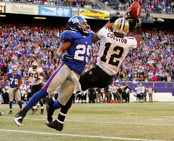Marques Colston makes this go-ahead, two-yard touchdown catch late in the first half of a 30-7 victory over the Giants.