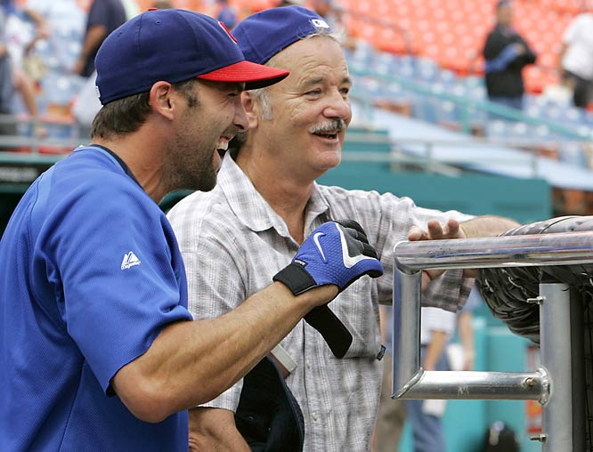 Bill Murray helps the Cubs and Mark DeRosa stay loose in the middle of a tight pennant race.