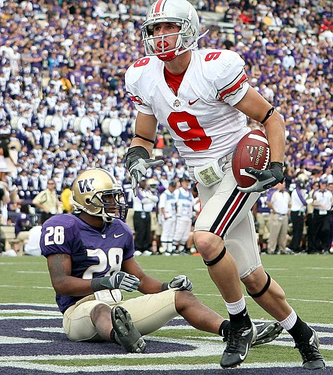 Brian Hartline of Ohio State scores a touchdown against Washington' s Roy Lewis in the fourth quarter of the Buckeyes' victory.