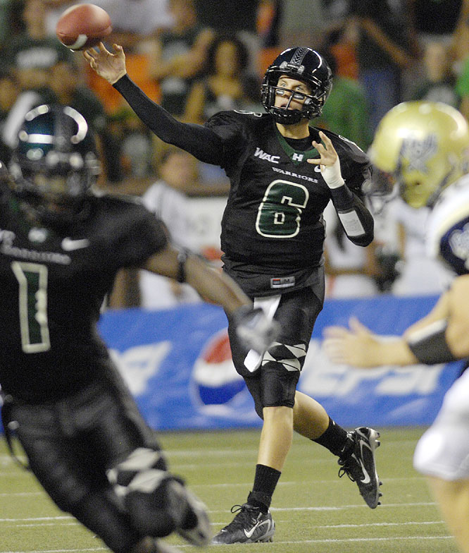 Hawaii quarterback Tyler Graunke, playing in place of injured starter Colt Brennan, threw for 285 yards and three touchdowns over the Football Championship Subdivision Bucs.