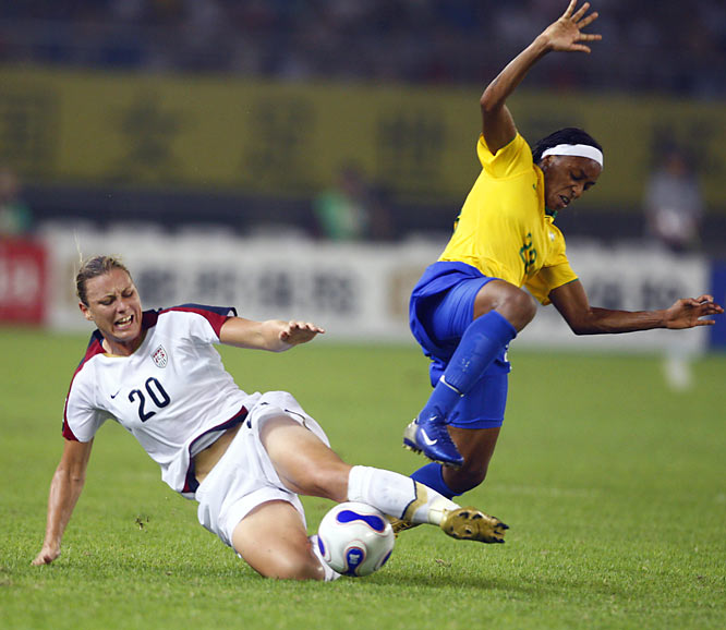 Abby Wambach desperately tries to turn the tide in favor of the U.S.