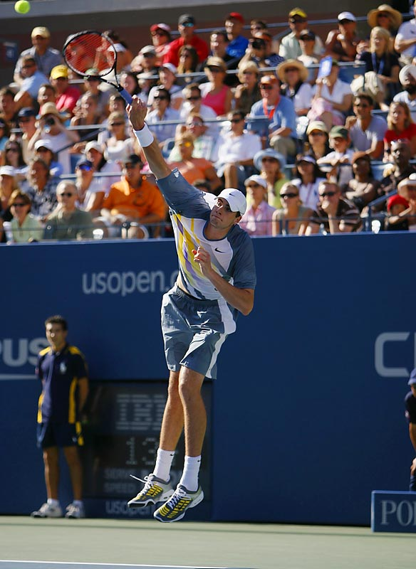 Isner impressed Federer with his 18 aces, but couldn't overcome the world's number one player.