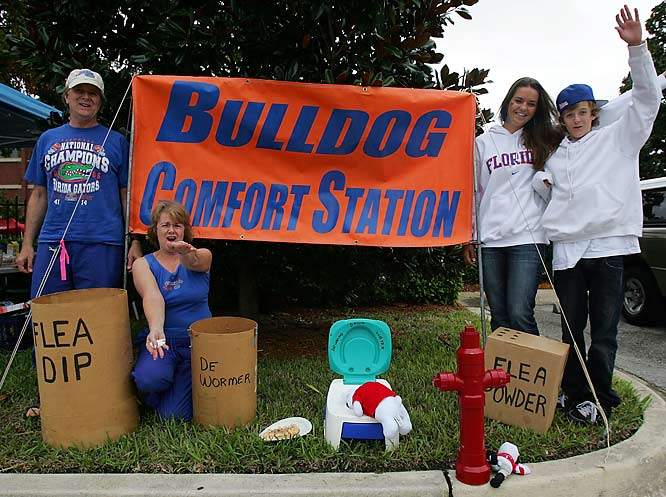 Florida fans create a comfort station for their friends from UGA.