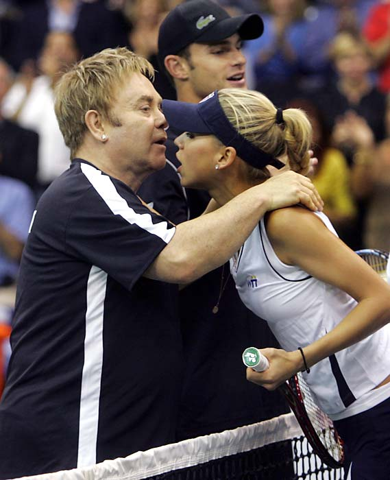But it doesn't matter because he managed to get a hug from Anna Kournikova.