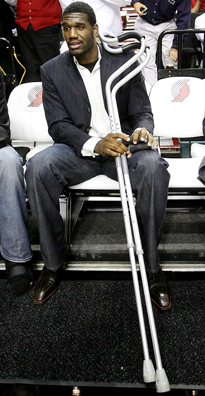 Greg Oden set some sort of world record for having the biggest crutches in history.