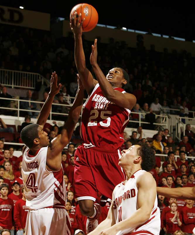 '06-07 Stats: 11.2 points, 5.6 rebounds, 4.6 assists<br><br>Weaver was the unsung hero of Wazzu's run to a No. 3 seed in the NCAA tournament, overshadowed by Derrick Low but perhaps more important to the Cougars' success. The Wisconsin product had five double-doubles and was perhaps the Pac-10's most versatile guard. He was able to play -- as well as defend -- the one, two and three positions. When UCLA coach Ben Howland was asked to pick a starting five from any non-UCLA players in the nation this offseason, he selected Weaver at the wing.