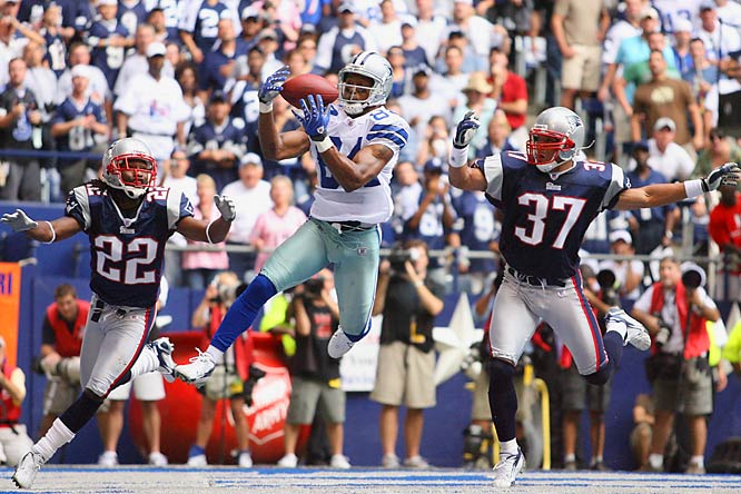Patrick Crayton catches an 8-yard touchdown pass against Patriots cornerback Asante Samuel, left, and safety Rodney Harrison in the third quarter.