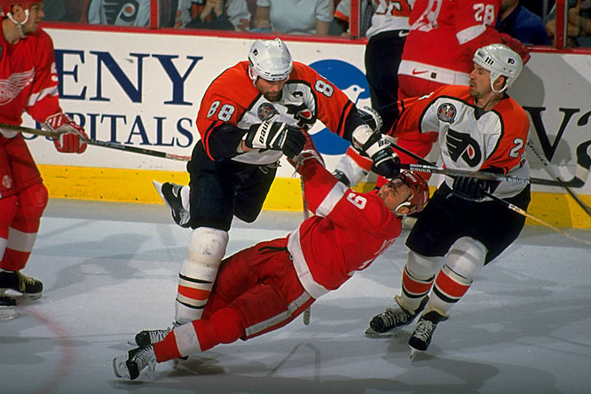 In 1996-97 Lindros powered Philly to the Stanley Cup Finals against Detroit. Though he led the NHL in postseason scoring with 12 goals and 26 points in 19 games, the Flyers could not stave off a sweep by the Red Wings.