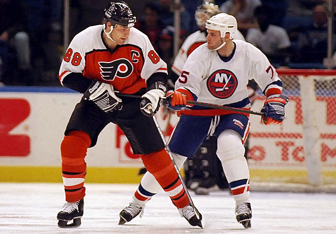 Lindros's younger brother Brett, a first-round draft pick by the New York Islanders in 1994, had his NHL career cut short by concussions in 1996. He was only 20 years old.