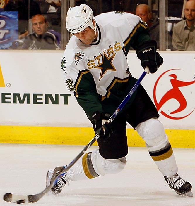 Signed by the Dallas Stars in 2006, Lindros spent his final NHL season battling a groin injury and hoping for a revival of his fading skills. He scored five goals and 26 points in 49 games, making his first, and final, postseason appearance since the Stevens hit.