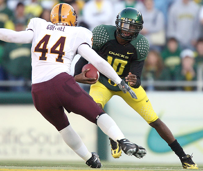 Dennis Dixon threw four touchdown passes before leaving with an apparent injury to his left leg as Oregon beat the Sun Devils.
