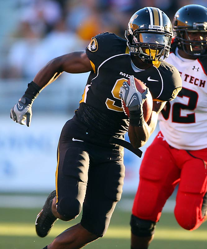 The redshirt freshman wideout emerged as the most electric part of Missouri's potent offense. He led FBS with a freshman-record 2,713 all-purpose yards. Maclin had 16 total touchdowns and was the only player this season to find the end zone on a reception, rush, punt return and kick return.