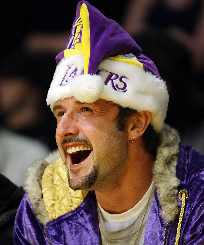 While David Arquette watched the game by himself because people were too embarrassed by his hat.