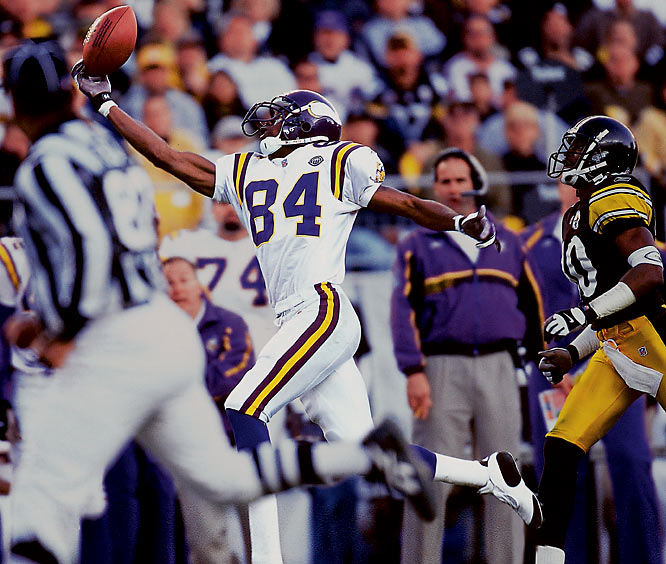 Randy Moss is one of those athletes you almost can't take your eyes off. He is such a fluid, graceful player that it often translates into good photographs, such as this sensational one-handed grab in 2001.