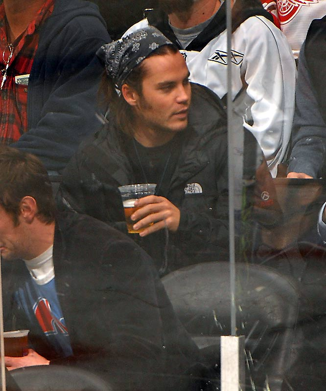 The Los Angeles Lakers get the long-time celebs, but the L.A. Kings draw the younger crowd. 'Friday Night Lights' Taylor Kitsch was at Tuesday's game against the Red Wings...