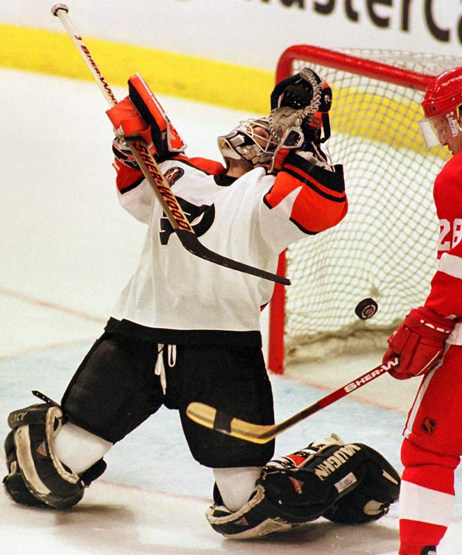 Philadelphia's first-year goaltender stood on his head between the pipes throughout a dramatic seven-game standoff against the Oilers in the 1987 Stanley Cup Finals. The Flyers ultimately lost the series but Hextall took home the Conn Smythe Trophy as MVP of the playoffs. Hextall's second title shot, following a decade-long wait, proved considerably less memorable: Philly's punchless offense mustered just six goals in a four-game sweep against Detroit.